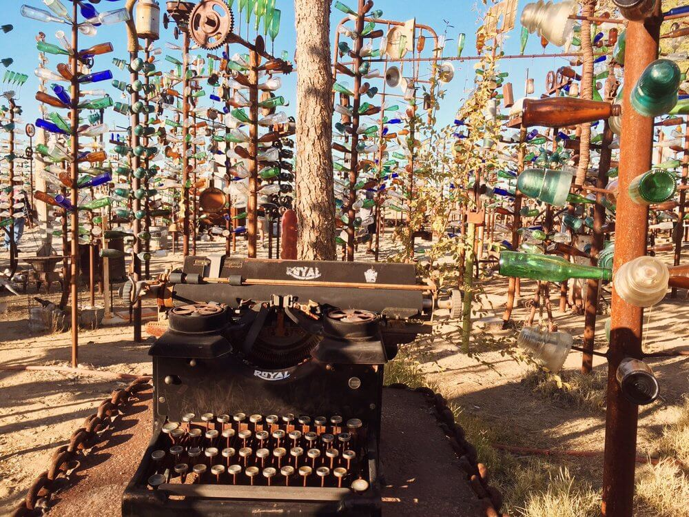 ELEMER'S BOTTLE TREE RANCH: ORO GRANDE, CALIFORNIA