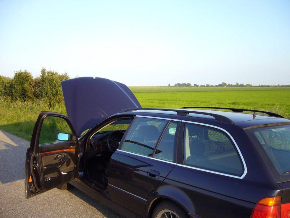 28 Car Emergency Kit Essentials Defensive Driving Tips